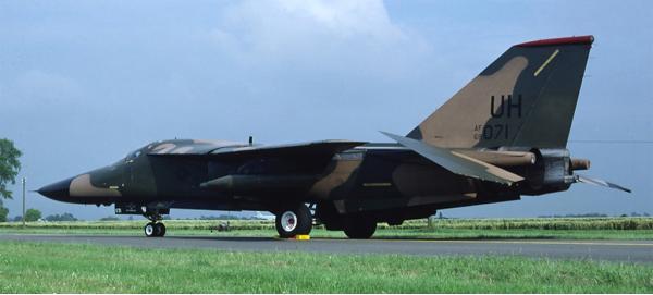 General Dynamics F-111 — двухместный тактический бомбардировщик.