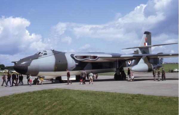 Vickers Valiant. Стратегический бомбардировщик. (Англия)