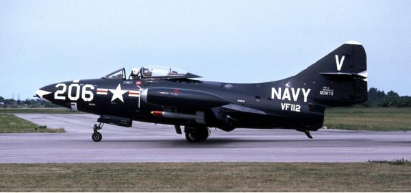 Grumman F9F Panther. Палубный истребитель. (США)